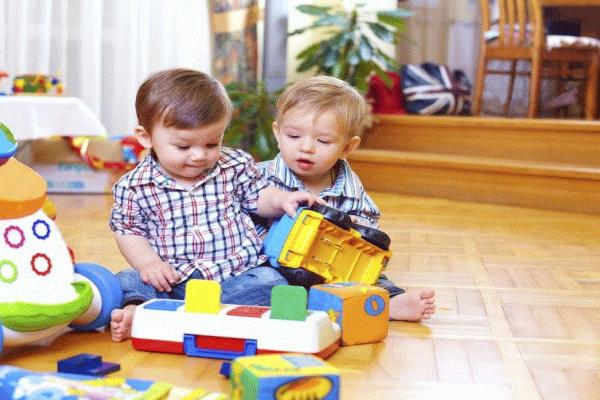 criança de 2 anos e 3 meses