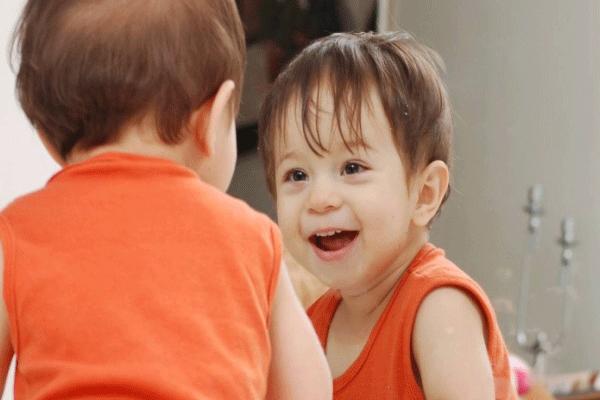 comportamento e desenvolvimento da criança de 2 anos e 6 meses